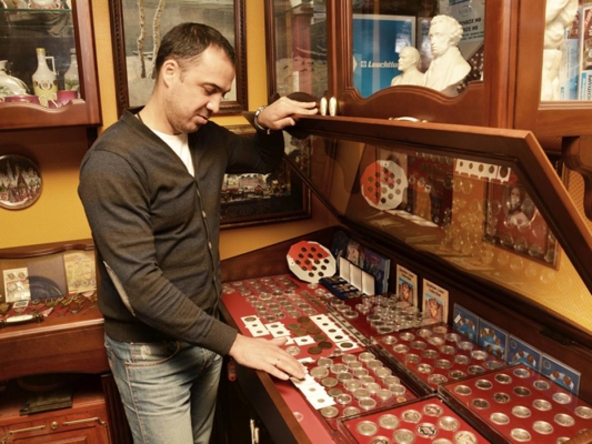 картинка мужчина коллекционер стаях них жесткая